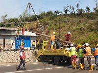 Pasca Puting Beliung di Bumiaji Kota Batu, PLN Perbaiki Kerusakan Jaringan Listrik
