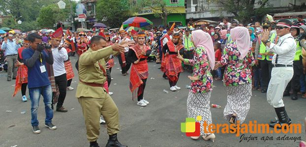 Warga Jombang Nikmati Pawai Budaya