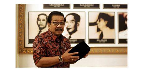 Pensiun dari Gubernur, Pakde Karwo Resmi Jadi Dosen