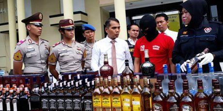 Tim Satgas Pangan Polrestabes Surabaya Bongkar Peredaran Miras Ilegal Merk Terkenal