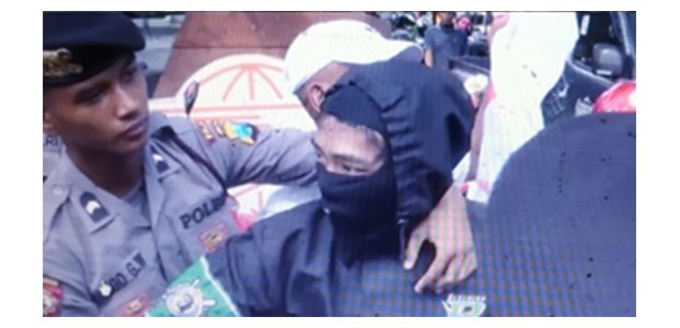 Peringatan May Day di Grahadi Surabaya, Polisi Amankan Sejumlah Orang Berpakaian Hitam-Hitam