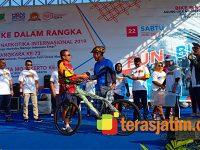 Peringati Hari Jadi Kota Mojokerto dan HUT Polri, Danrem Serahkan Sepeda Gunung