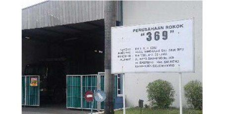Pesangon Tak Terpenuhi, Eks Buruh Pabrik Rokok 369 Bojonegoro Demo