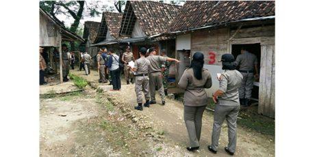 Petugas Gabungan Tutup Warung Esek-Esek di Alas Malang Ngawi