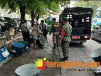 Petugas Satpol PP Pabean Cantian Surabaya Tertibkan PKL Nakal