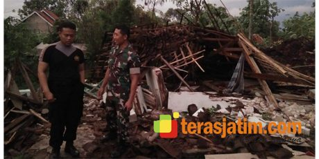 Pohon Tumbang di Ponorogo, Seorang Pengendara Motor Patah Tulang