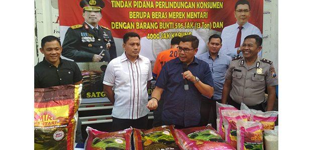 Polda Jatim Gerebek Gudang Beras Bermerek Palsu di Kedungkandang Malang