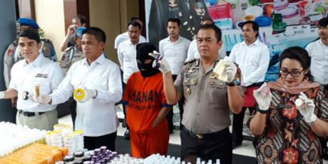 Polda Jatim Gerebek Pabrik Kosmetik Oplosan di Kediri