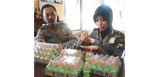 Polisi Banyuwangi Amankan 80 Botol Permen Dot dari Lapak Pedagang Jajanan Sekolah