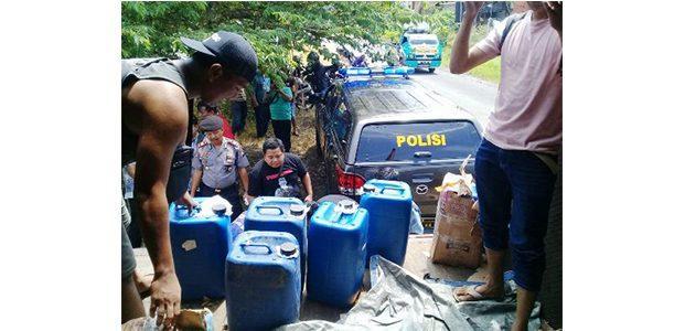 Polisi Bongkar Penyelundupan Ribuan Liter Arak Bali