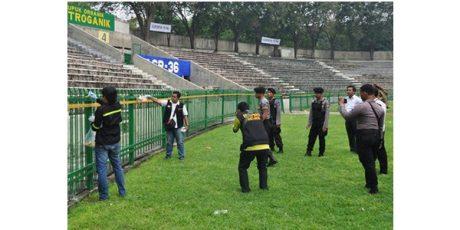 Polres Gresik Lakukan Olah TKP Kerusuhan Suporter