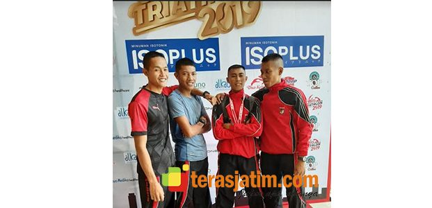 Prajurit Yonif Raider 500 Sikatan Meriahkan Triathlon Surabaya 2019