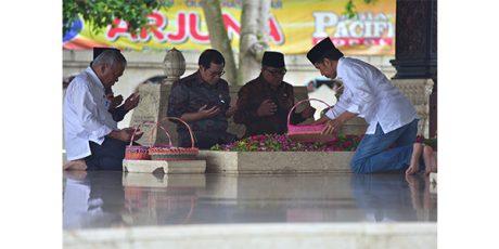Sebelum ke Tulungagung, Presiden Jokowi Sempatkan Berziarah di Makam Bung Karno