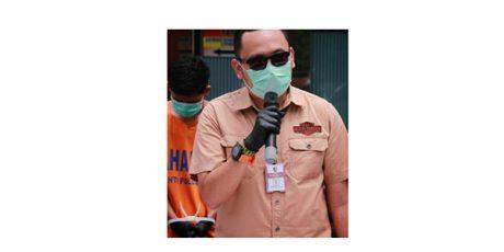 Edan, Pria asal Jombang ini Jajakan Kemolekan Tubuh Istrinya Lewat Facebook
