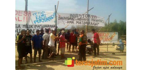Protes Terbitnya IMB, Warga Blokir Jalan Masuk Pembangunan Pabrik Gula Rejoso Blitar