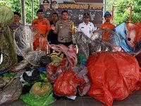 Puluhan Balon Udara Liar Hasil Sitaan di Trenggalek Dimusnahkan