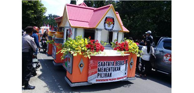 Puluhan Mobil Hias Ramaikan Deklarasi Kampanye Damai di Kota Madiun