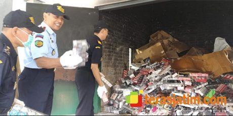 Ratusan Ribu Batang Rokok Ilegal di Blitar, Dimusnahkan