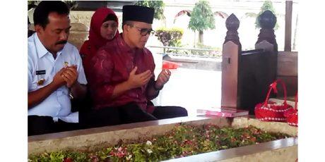 Resmi Jadi Cawagub, Abdullah Azwar Anas Ziarahi Makam Bung Karno
