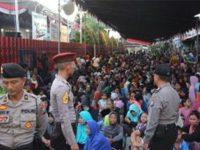 Ribuan Kaum Duafa di Kediri Antre Dapatkan 'Salam Tempel' dari PT. Gudang Garam
