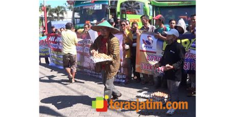 Ribuan Peternak Ayam Petelur di Blitar Geruduk Jakarta