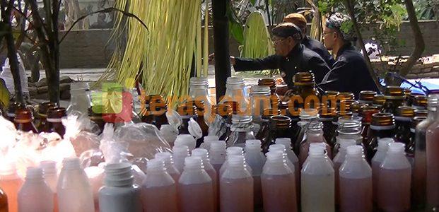 Ritual Bersih Desa dengan Miras