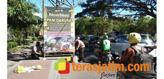 Polresta Sidoarjo Sebar Baliho Sosialisasi PPKM Darurat