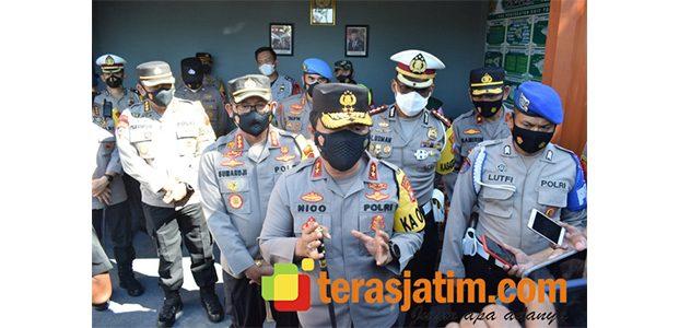 Pantau Pospam di Taman Pinang Indah Sidoarjo, Kapolda Imbau Masyarakat Disiplin Prokes