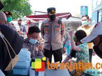 Pengendara Mengira Ada Razia, Polisi di Perbatasan Waru-Surabaya Ternyata Gelar Layanan Vaksinasi