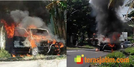 Saat Melaju di Jalan Raya, Mobil Ditumpangi Satu Keluarga Ludes Terbakar