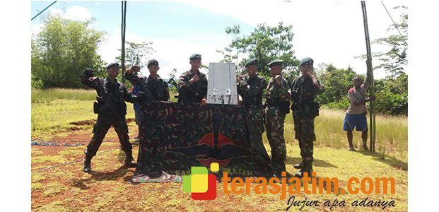 Satgas Pamtas Yonif Raider 500 Sikatan Surabaya, Cek Patok Perbatasan
