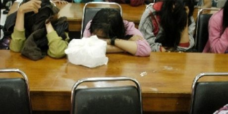 Satpol PP Jombang, Pergoki Oknum Polisi Berduaan Dengan PNS di Kamar Kos