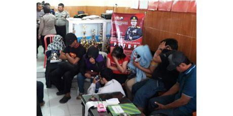 Asyik Indehoy, 10 Pasangan Mesum Digerebek di Sebuah Kamar Hotel di Babat Lamongan