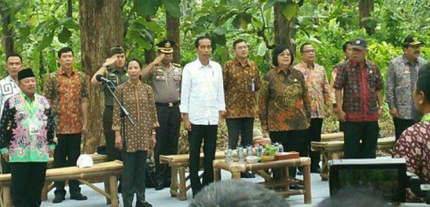 Selain Serahkan SK Pengelolahan Hutan, Presiden Resmikan Masjid Agung di Madiun