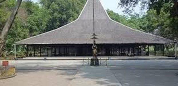 Selain Situs Bersejarah, di Pendopo Agung Trowulan Juga Terdapat Wisata Rusa