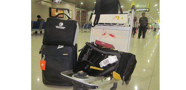 Seorang Ibu dan Anak Tirinya, Kompak Bongkar Tas Milik Penumpang di Bandara Juanda