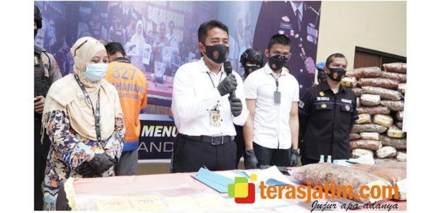 Produksi Krupuk Tahu Berbahan Bleng, Pasutri asal Wonoayu Sidoarjo Ditangkap Polisi