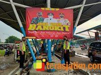 Jelang PPKM, Polisi di Sidoarjo Pasang Banner 'Jawa Timur Bangkit'