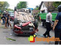 Ada Mobil Terbalik, Pengendara Motor di Tanggulangin Sidoarjo Tabrak Truk Parkir