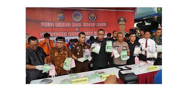 Polrestabes Surabaya Sita 4,7 Kg Sabu dan 7.700 Ekstasi