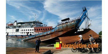 Kapal LCT Putri Sritanjung I Milik Pemkab Banyuwangi Tenggelam