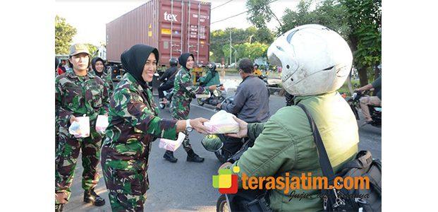 Srikandi Kowad Korem Bhaskara Jaya Bikin Heboh di Jalanan Frontage Surabaya-Sidoarjo