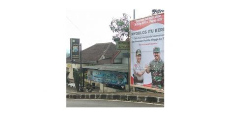 Sukseskan Pemilu, Jajaran Polres Trenggalek Pasang Banner 'Nyoblos Itu Keren'