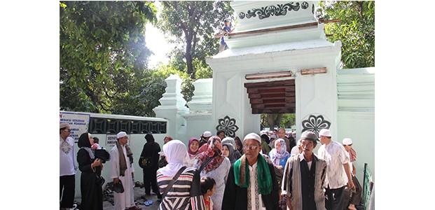 Malam Pergantian Tahun di Surabaya, Khusuk dan Meriah