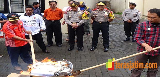 KPU Kabupaten Malang Bakar Ribuan Surat Suara Rusak