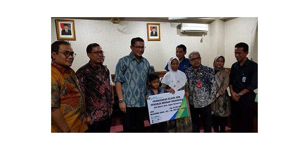 Anak TKI asal Ngawi Yang Meninggal di Malaysia Terima Asuransi dan Bea Siswa