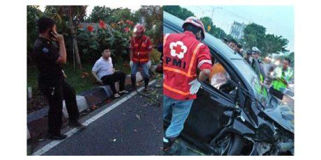 Tabrak Pembatas Jalan di Depan Royal Plaza Surabaya, Sebuah Mobil Ringsek