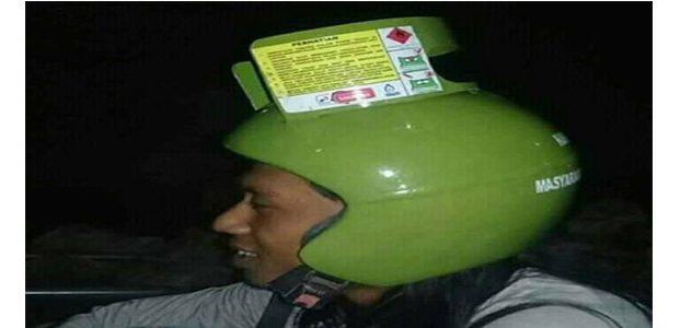 Kreatif… Tabung Gas Melon Dipakai Sebagai Helm