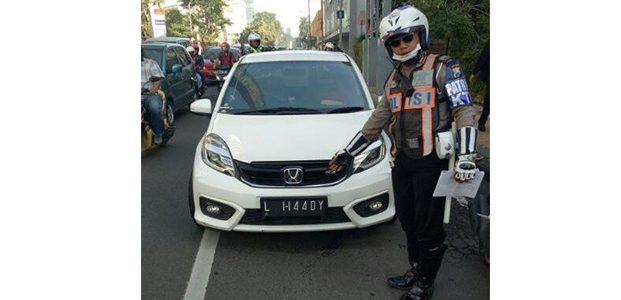 Tak Gunakan Plat Nomor Standar di Jalanan Surabaya, Siap-Siap Ditindak