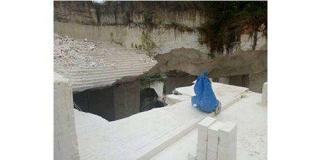 Tambang Batu Kumbung di Gunung Nganten Tuban Ambrol, Seorang Pekerja Tewas